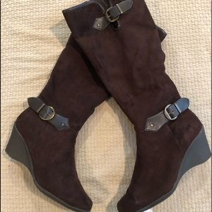 Aerosols  brown suede wedge boots size 12